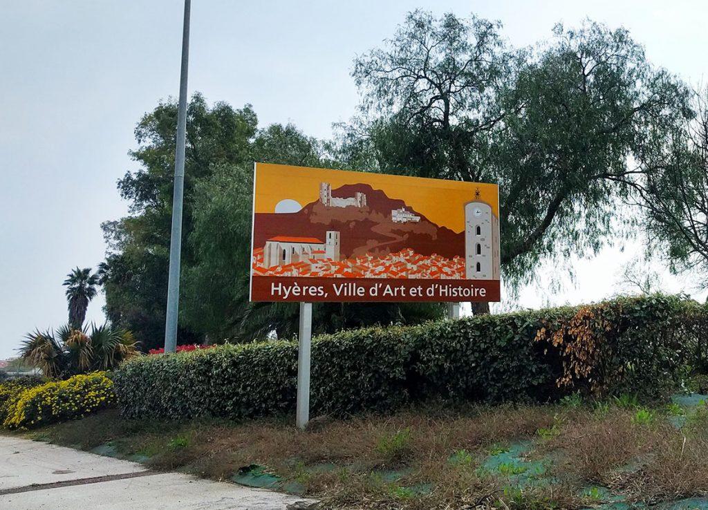 Des illustrations d'Inopiné à l'entrée d'Hyères !